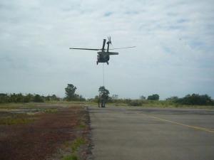 Helicóptero transporta cabine da Patrol