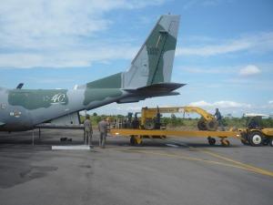 Servidores embarcam peças do equipamento