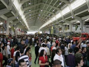 Movimento dentros de um dos hangares