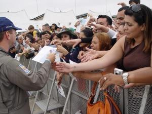 O público pede autógrafos